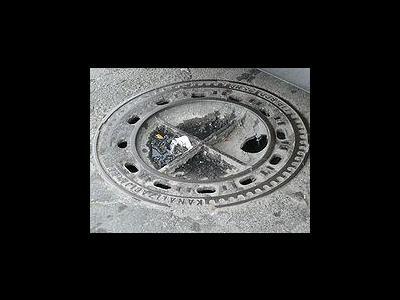 Kein Schadensersatzanspruch bei losen Kanaldecken