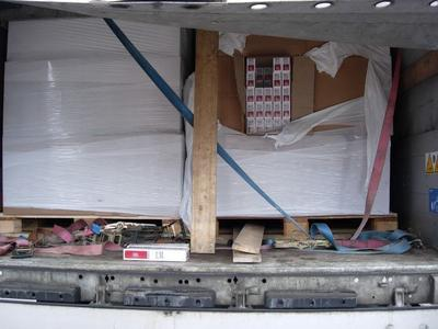 Pagautas iš Latvijos važiavęs vilkikas gabenęs nelegalų krovinį be jokios maskuotės. Pareigūnams įtarimą sukėlė nelogiškas mašinos maršrutas.