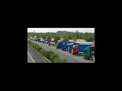 Überfüllte Parkplätze am Feiertag in Österreich