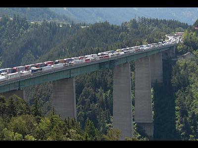 Германия отменяет контроль на дорогах, в то же время в Австрии и Италии вводят дополнительные пункты проверок