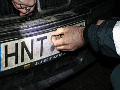 Vairuotojai sutaupys: nuo birželio 1-os atsisakoma techninės apžiūros lipdukų