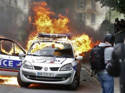 Prancūzija. Sunkvežimių vairuotojai blokuoja kelius visoje šalyje