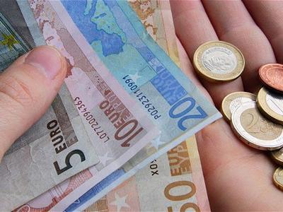 Premjeras: nuo liepos minimali alga padidės iki 380 eurų