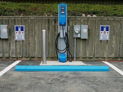 Cora România lansează o rețea de stații de incărcare pentru mașini electrice