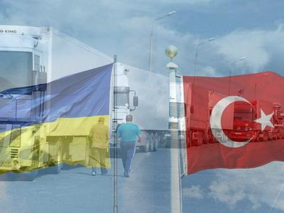 Украинский министр и турецкий посол быстро нашли общий язык по грузовому вопросу