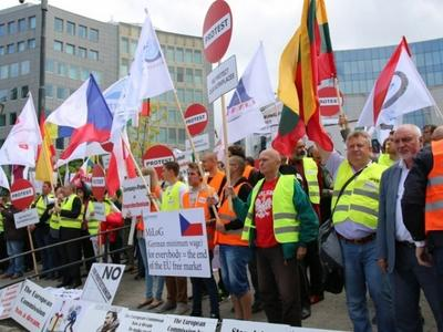 Europa vienijasi! ES vežėjų atstovai piketavo prie EK