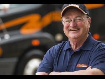 8 milioane de km parcurși și mai mult de 50 de ani de experiență! Unul dintre cei mai buni șoferi de camion din lume ne oferă câteva sfaturi