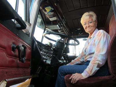 71 metų moteris vairuoja sunkvežimį, gabena bombas, sprogmenis ir radioaktyviąsias medžiagas