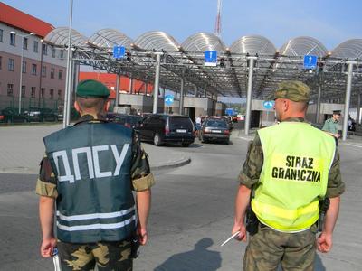 Очереди на границе с Польшей: в пунктах пропуска стоят 1,4 тысячи автомобилей