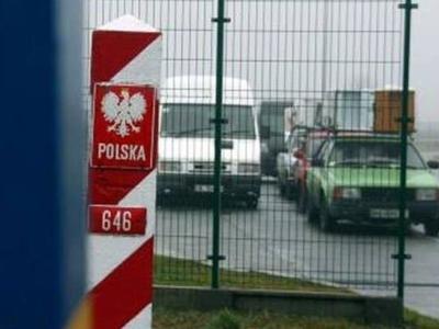 На границе с Польшей в очереди оказалось около 900 авто