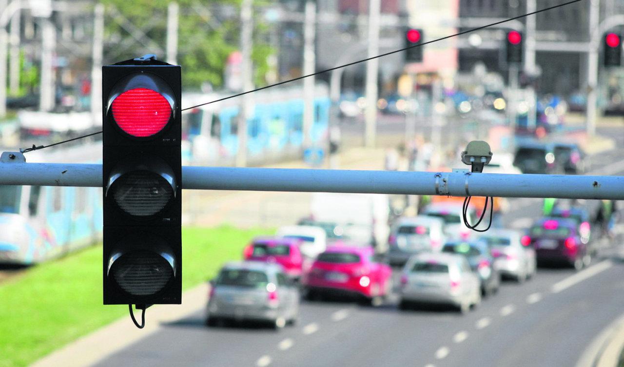 Jazda na czerwonym świetle jak rosyjska ruletka. Kierowcy w Polsce nagminnie łamią przepisy