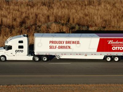 Erste Lieferung per Roboter-Lastwagen: 50 000 Dosen Bier