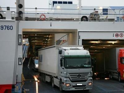 В России надумали создать паромную линию для перевозки грузовиков в обход Польши