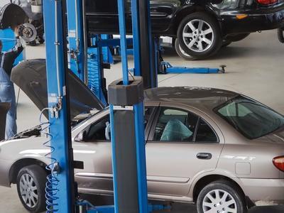 ANPC a găsit în neregulă jumătate din service-urile auto controlate