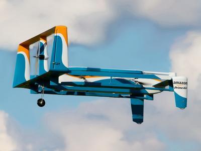 Amazon – erste erfolgreiche Drohnen-Zustellung