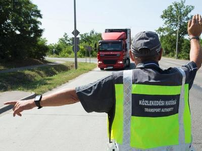 Gyorstalpalón képzik a közúti ellenőröket
