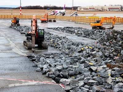 Törik a repülőtéri betont – bővítik a terminált
