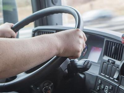 Расследование: Европейские дальнобойщики месяцами живут в грузовиках