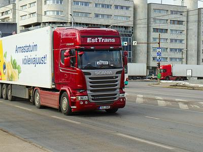 Кабмин Эстонии одобрил введение платы за использование дорог фурами