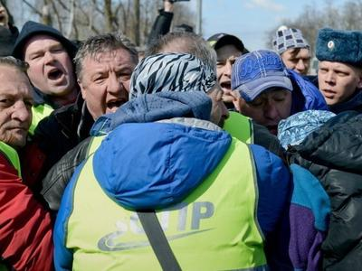 Медведев: бастующие дальнобойщики не хотят честно работать