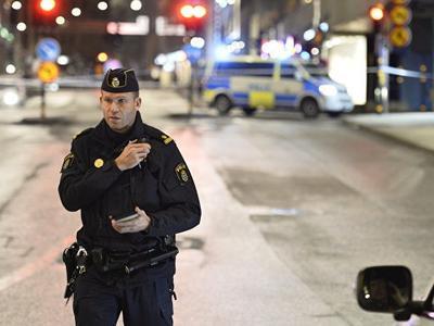 Грузовик врезался в толпу людей в центре Стокгольма, есть жертвы