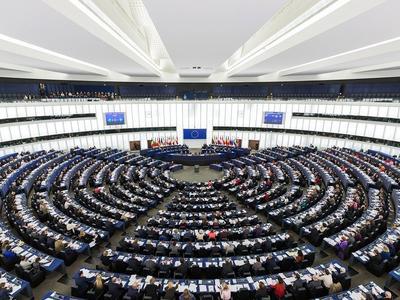 Pakiet Mobilności, który zadecyduje o kształcie transportu tuż-tuż, a tymczasem Parlament Unii…
