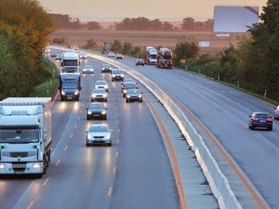 """Автотранспорт покрывает 130% расходов на инфраструктуру в ЕС. """"Фирмы не должны платить ещё более высокие налоги"""""""