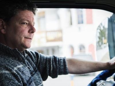 Szóstka z przodu – czyli ile naprawdę zarabiają polscy kierowcy ciężarówek. Zobacz raport i sprawdź, ile powinna wynosić Twoja pensja