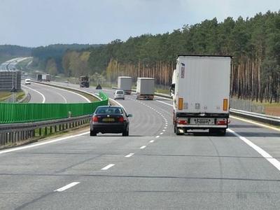 Pozory czasem mylą. Kierowca prowadził ciężarówkę, jakby był pijany, choć nie spożywał wcześniej alkoholu…