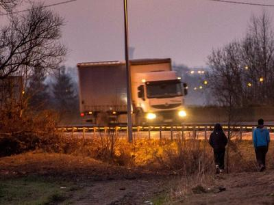 Wypadek polskiego busa w Calais. Kierowca nie żyje