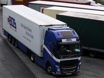 Niemcy: Brak miejsc parkingowych przy A1 zmusza kierowców do zatrzymywania się na drodze jednego z miast