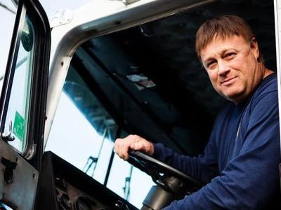 С сегодняшнего дня права профессиональных водителей иностранцев будут вне закона. Что делать?