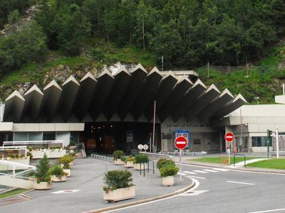 Francja: wstrzymany ruch w tunelu Mont Blanc