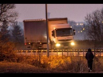 Первая жертва в Кале. Водитель польского транспортного средства врезался в блокаду на дороге и сгорел заживо