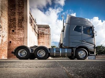 Новый Volvo FH Globetrotter XXL со спальней, удлинённой изготовителем на 20 см