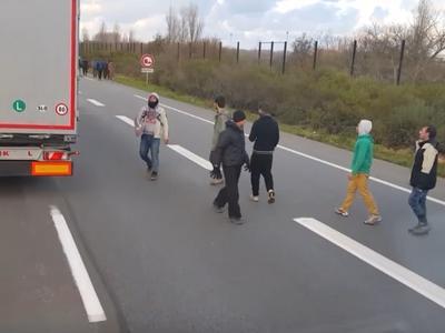 Kłopoty kierowcy ciężarówki z Węgier. Trafił do sądu za ucieczkę przed uchodźcami!