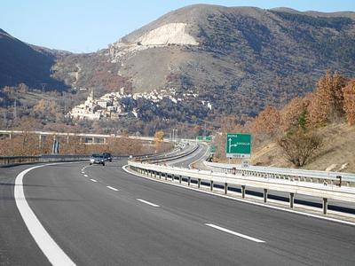 Wakacyjne ograniczenia ruchu ciężarówek w Austrii i we Włoszech