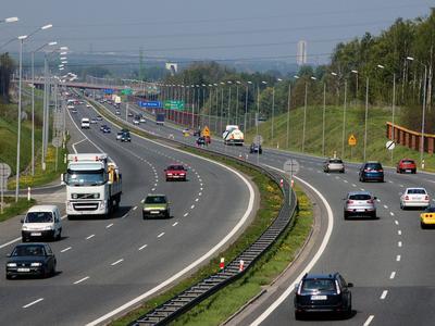 Zakaz wyprzedzania dla ciężarówek na autostradzie A4: czy kierowcy szanują nowe zasady?