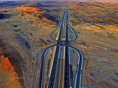 W Chinach otwarto autostradę, która przebiega przez… pustynię