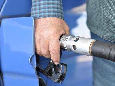 Francuska rewolucja? Minister ds. ochrony środowiska chce do 2040 r. wycofać ze sprzedaży samochody z silnikami spalinowymi