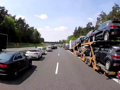 """Vokietija: nuobaudų sugriežtinimas asmenims, blokuojantiems """"gelbėjimo koridorius"""""""