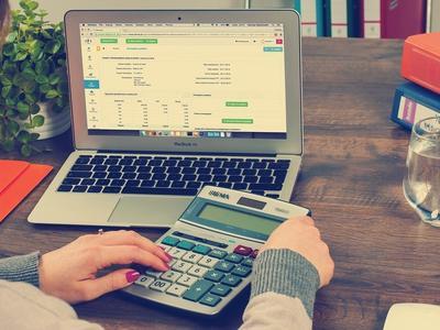 Poradnik: VAT w branży transportowo logistycznej – co chcielibyście wiedzieć w tym temacie?