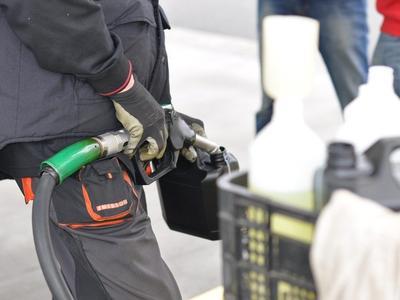 """Podwyżka opłaty paliwowej uderzy przewoźników po kieszeniach. """"Ale dla budżetu jest potrzebna"""" – twierdzą eksperci"""