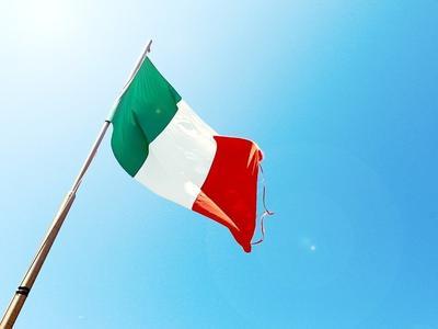 Włochy zaostrzą przepisy. Za używanie telefonu za kierownicą będą zabierali prawo jazdy na 3 miesiące. Sprawdźcie, co jeszcze się zmieni