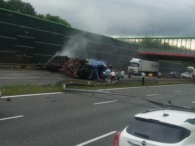 Zabrze: Wypadek na A4. Wywrócona ciężarówka blokuje drogę. Ogromny korek na trasie w kierunku Gliwic i Wrocławia