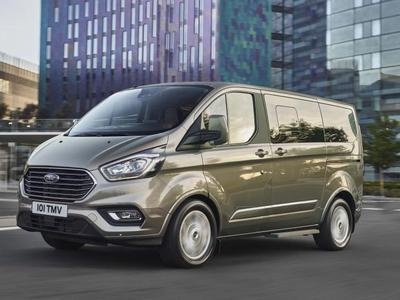 Ford Tourneo Transit – dostawczak z designem Fiesty