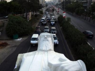 Spectacular transport of a 40-ton colossus in Beirut