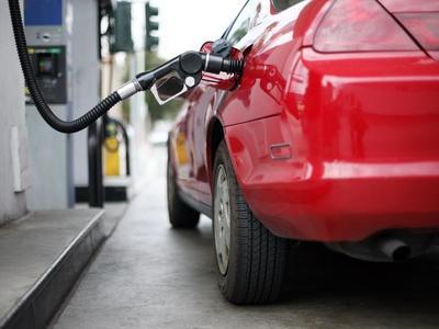 Premierul României: Supraacciza la carburanţi va fi impusă în toamna acestui an. Încă negociem cu producătorii