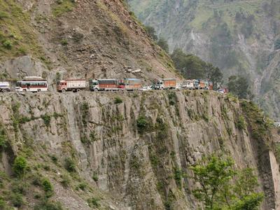 Посмотрите, как выглядит жизнь дальнобойщика в Индии