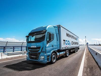 Iveco oferuje klientom jazdy próbne Stralisem NP na LNG. Czy ciężarówka na ciekły gaz ziemny się sprawdzi?